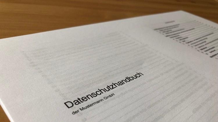 """Datenschutzmanagement für KMU – mit dem """"Datenschutzhandbuch"""" (DSGVO)"""